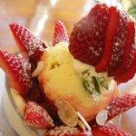 エビヤカフェ - イチゴのパフェ