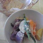 ラ ファーメ - 温野菜サラダと牛乳パン