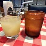 ベッラベーラ - お冷とグレープフルーツジュース。