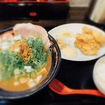 おれ流ラーメン鶏さき麺いち - 料理写真:煮干し鶏白湯ラーメン唐揚げセット