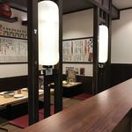 大阪新世界元祖串かつ だるま - 店内 ※奥の座敷は、ずっと空いていた