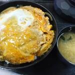 とんかつなおえ - 料理写真:かつ丼(味噌汁つき)