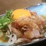 117405116 - ◆卵黄乗せ海鮮ユッケ 590円(税別)