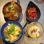 アロン - お通し  もち豚の漬物、干し豆腐冷菜、搾菜の梅煮、大根の煮込み