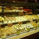 ぱんと洋菓子 オリムピックパン - ケーキ・シベリアもあります