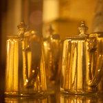 ロンドンティールーム - アンティークな銀器も展示しております。ぜひご覧下さい。