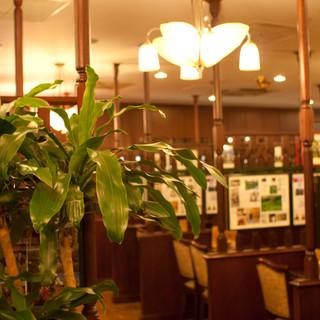 半個室席のあるカフェ