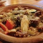 ビストロ イヴローニュ - 砂肝とポルチーニ茸のアヒージョ/980円