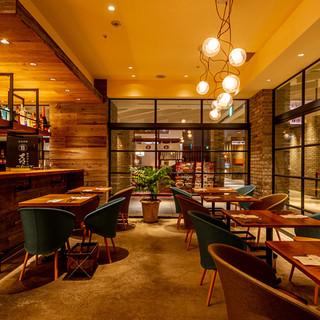 ソーシャルディスタンスに配慮した空間でお食事を楽しめます