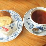 11742840 - ロールケーキ&紅茶
