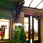 レストラン ひらまつ - 重厚なドア