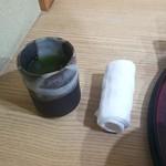 和牛と創作料理 神田 一期屋 - お茶、おしぼり