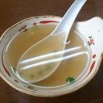 11743143 - 焼きめしに付いてくるスープ(焼きめしに投入するものと同じと思われる特製タレ(茶色い液体)を入れていました