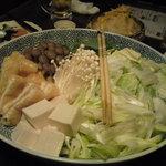 茶屋町炉端 楽兵衛 - ぶりしゃぶのコース(4,100円) 鍋の野菜