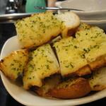 明ごころ本店 洋食店 - ガーリックトースト