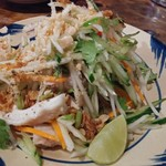BIA HOI CHOP - 青パパイヤと蒸し鶏のサラダ680円