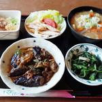 丸惣 - 料理写真:鶏ハムサラダ(190円)、なすみそ(250円)など