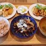 カシカ - CASICA Set Menu(1150円・外税) 厚揚げのレモングラス炒め、グリルいろいろ茸 ヨーグルトチーズソースがけ、チキン65