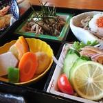 山さくら - 蕎麦三昧(いくら蕎麦、山芋蕎麦、サラダ蕎麦)と煮物