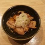 泉岳寺前 瀧口 - ハラミと鴨皮の醤油煮込み