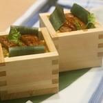 117468688 - ウナギの箱寿司