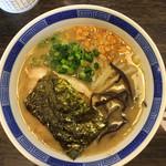 楽天らーめん堂 - 料理写真:楽天とんこつ+ガーリック   600円なり