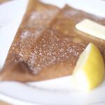 ガレットリア - デザートクレープ。バターと砂糖 レモン風味