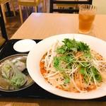 大岡山のベトナム料理 ハノイのホイさん - 白胡麻坦々フォーセット
