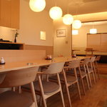 季寄 武蔵屋 - カウンター席をはじめ、テーブル席や個室もご用意しております。
