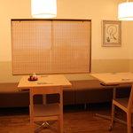 季寄 武蔵屋 - テーブル席は4.2.2名様席のご用意ですが、つなげて最大10名様前後までご案内可能です。扉付きで個室にもなります。