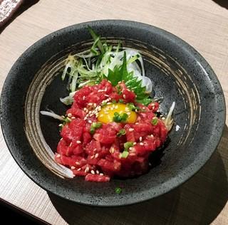 炭火焼肉 和 松原団地店 - 牛ユッケ980円。