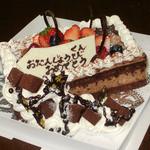 パティスリー ラ フォンティーヌ - 食感も風味も異なるチョコのバースデイケーキ