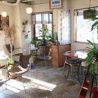 カフェ エアー - 開放感溢れる店内です