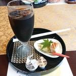 三滝茶屋 - ドリンクとミニケーキ