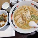 イップウドウラーメンエクスプレス - 料理写真:博多流とんこつしょうゆラーメンAセット 1045円