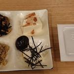 おとうふ湯葉いしかわ - 料理写真:食べ放題の料理たち 納豆は超大粒でした
