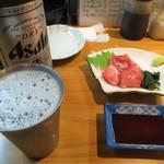 117506386 - 「大瓶ビール」(520円込)「本マグロすきみ」(350円込)(2019年10月)