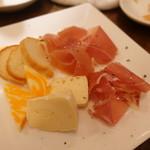 北浜ダイナー - 生ハムとチーズの盛り合わせ