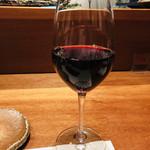 焼鳥YAMATO - グラスの赤。焼き鳥と合うのです!