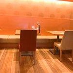 鶴亀飯店 - 店内雰囲気