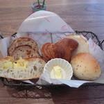 Alycia - ランチ:パンの盛り合わせ