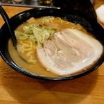 北海道らーめん 月形 - 料理写真:白味噌ラーメン(税込880円)