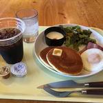 ぶんぶんのパンケーキやさん - 料理写真:ベーコンエッグ モーニングプレート