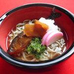 吉廼家 - 「鮎モロうどん」鮎の千種煮が一匹入ったモロどん。生姜は入った庵で召し上がって下さい。