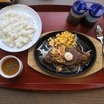 117530325 - サーロインステーキとライス・スープセット。                       美味し。
