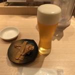117534501 - 生ビールセットの生ビールにピリ辛メンマ。