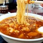 117536972 - 満洲園@鶴見 サービスランチDのマーボー麺 麺リフト