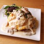 1.チーズクリームソースのチキンオムライス