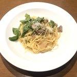 スペッロ -  自家製サルシッチャと有機ルッコラのスパゲッティ 白ワイン風味