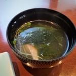 壱岐寿司 - お吸い物。鯛の切り身がはいっています。美味しいです。